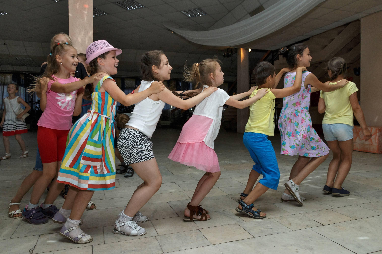 """Музыкальные и танцевальные игры и конкурсы к сценарию """"Ягодный юбилей"""""""