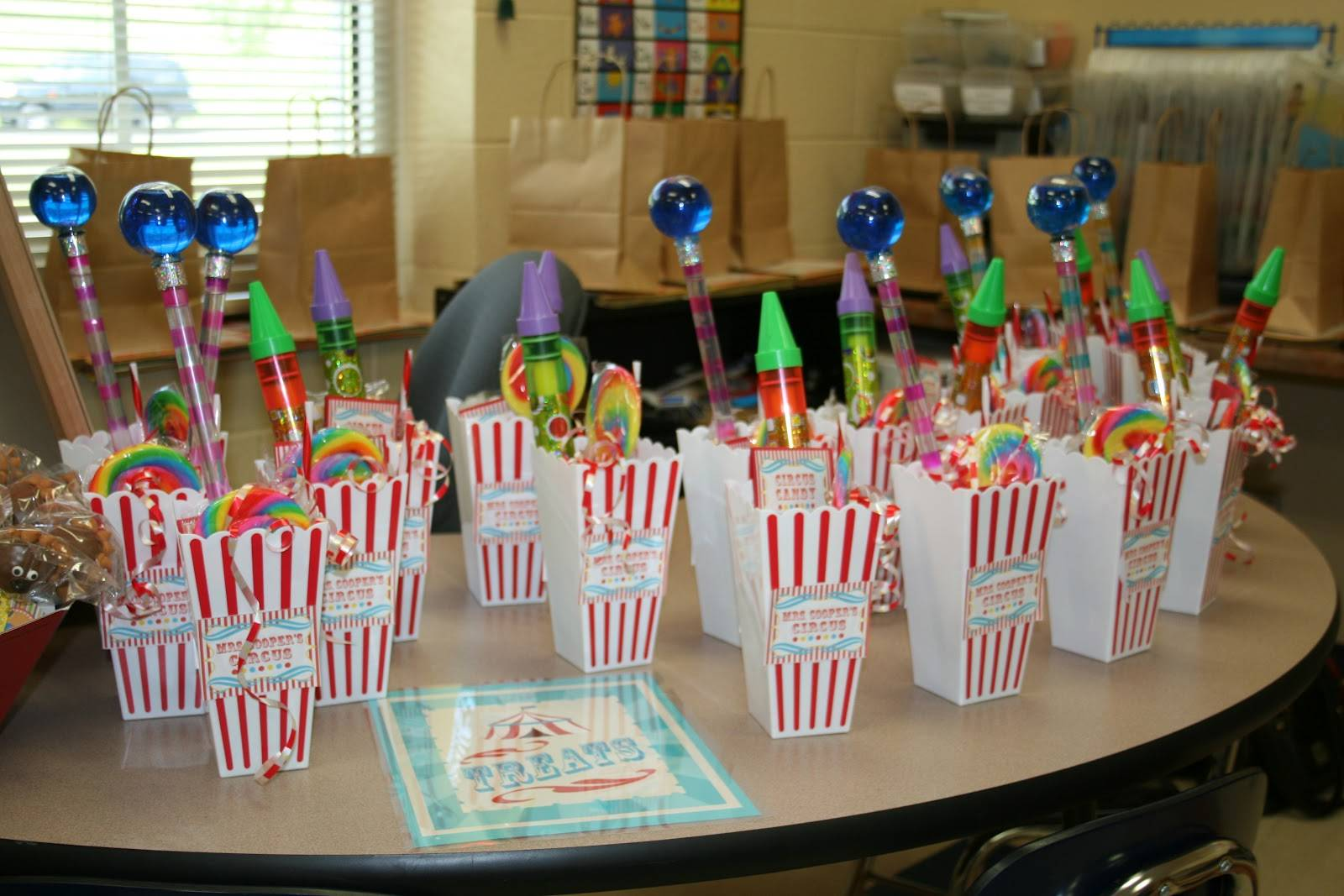 Школьные радости — это вам не шалости: идеи подарков для детей в школе.