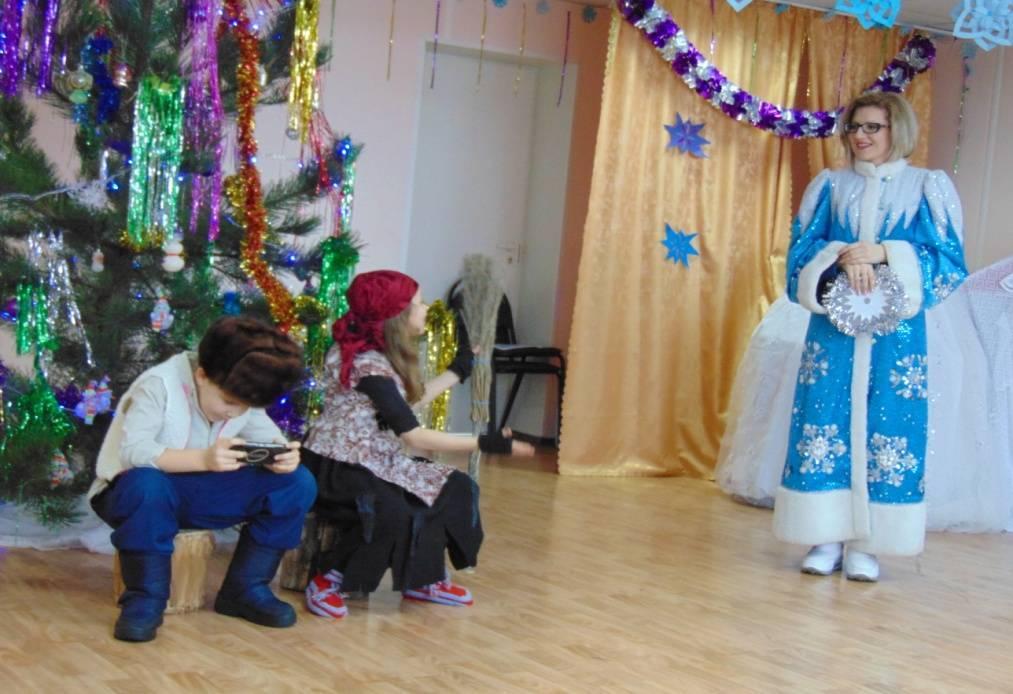 """Костюмированная сценка на Новый год """"Баба-Яга и дети"""""""