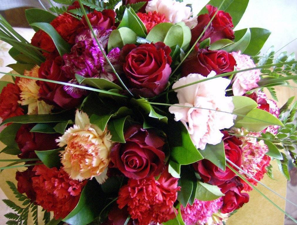 Как выбрать букет цветов на день рождения — советы флористов и психологов