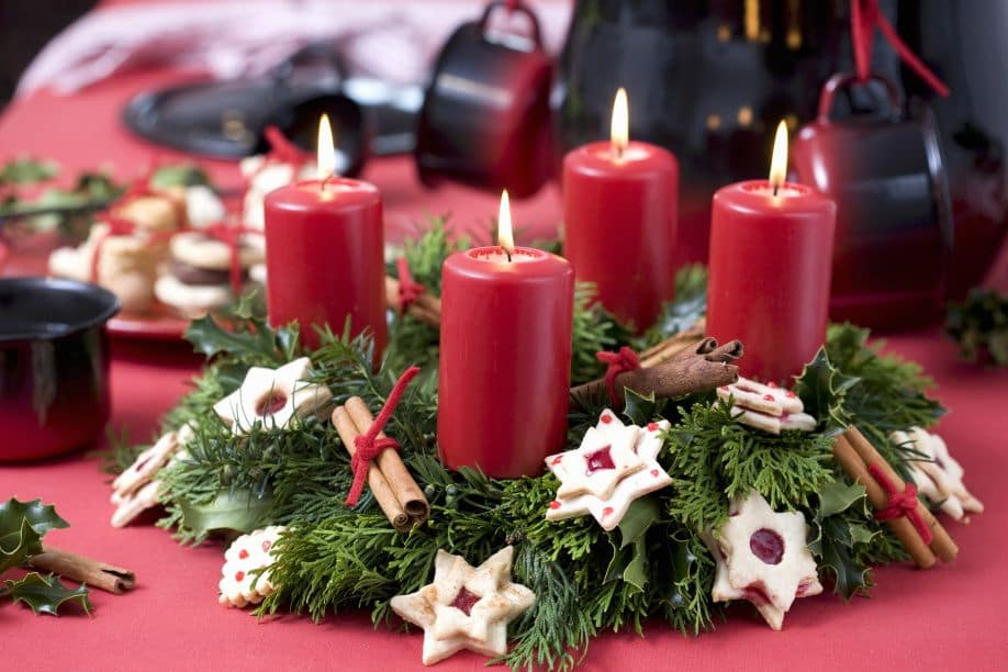 Что выбрать для украшения новогоднего стола: декор по всем правилам