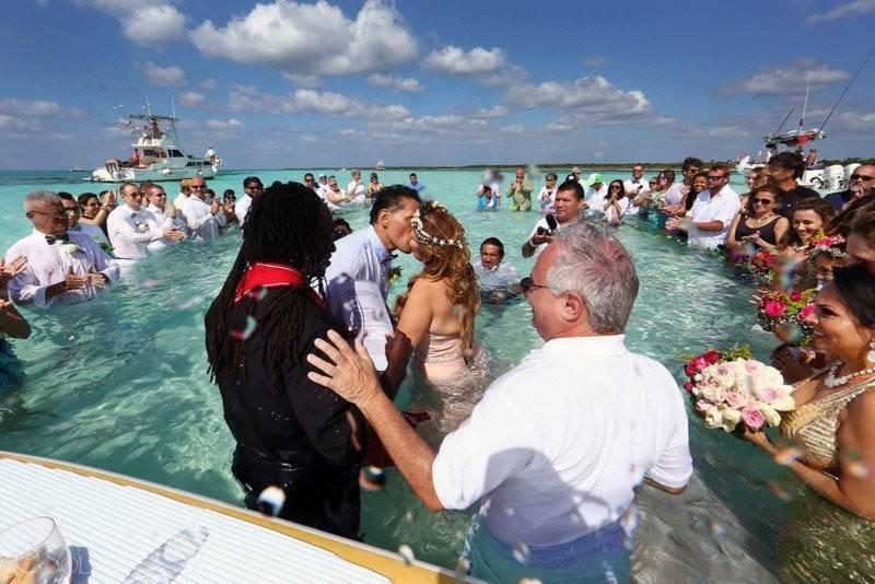 Необычные свадьбы: в Антарктиде, под небесами и в окружении акул