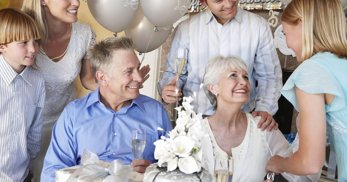 25 лет совместной жизни: какая свадьба и что подарить юбилярам?