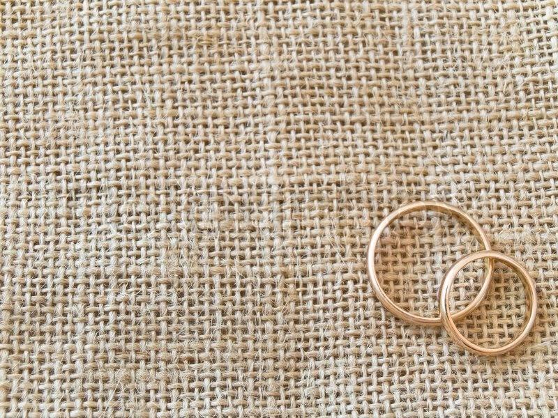 Празднование четвертой годовщины свадьбы: что подарить супругам?