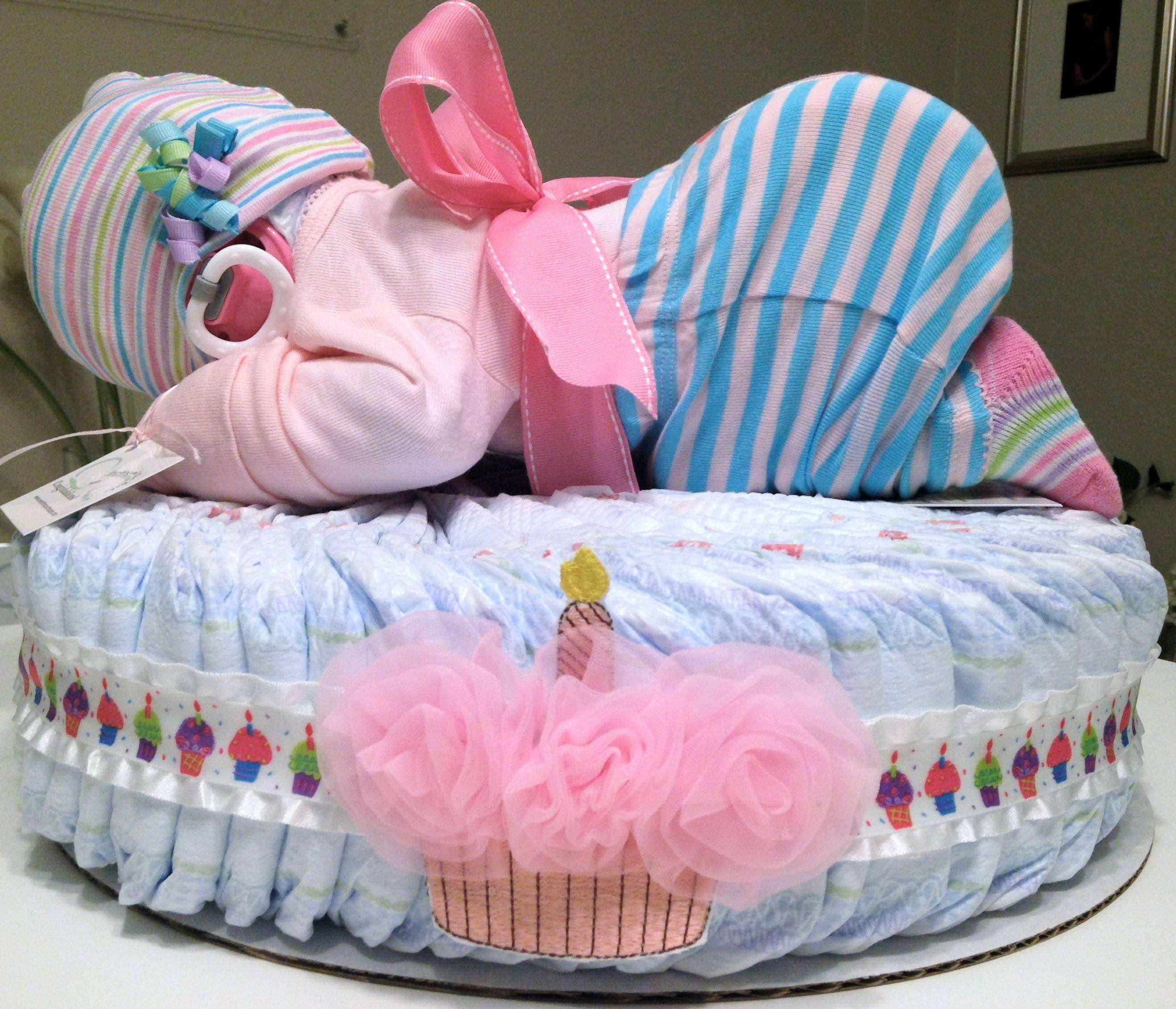 Торт из памперсов своими руками — прекрасная идея для подарка новорожденному