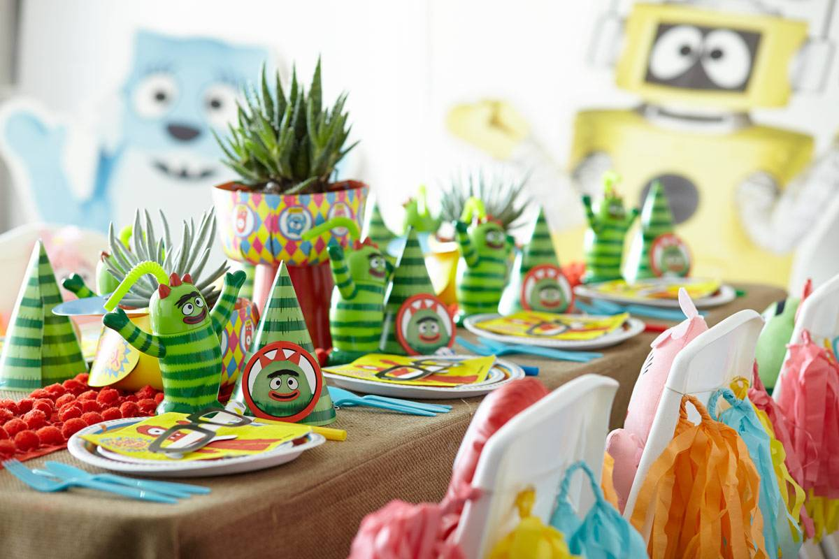 Как украсить стол на день рождения ребенка, чтобы маленькие гости остались в восторге