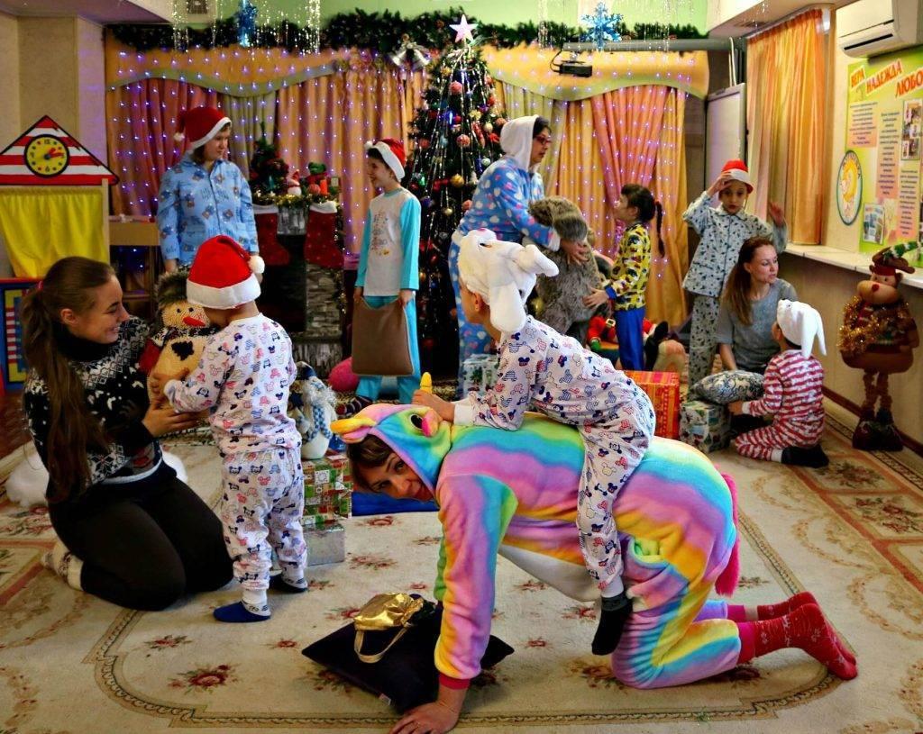 """Игровой момент на новогодней вечеринке """"Новогодние старты"""""""