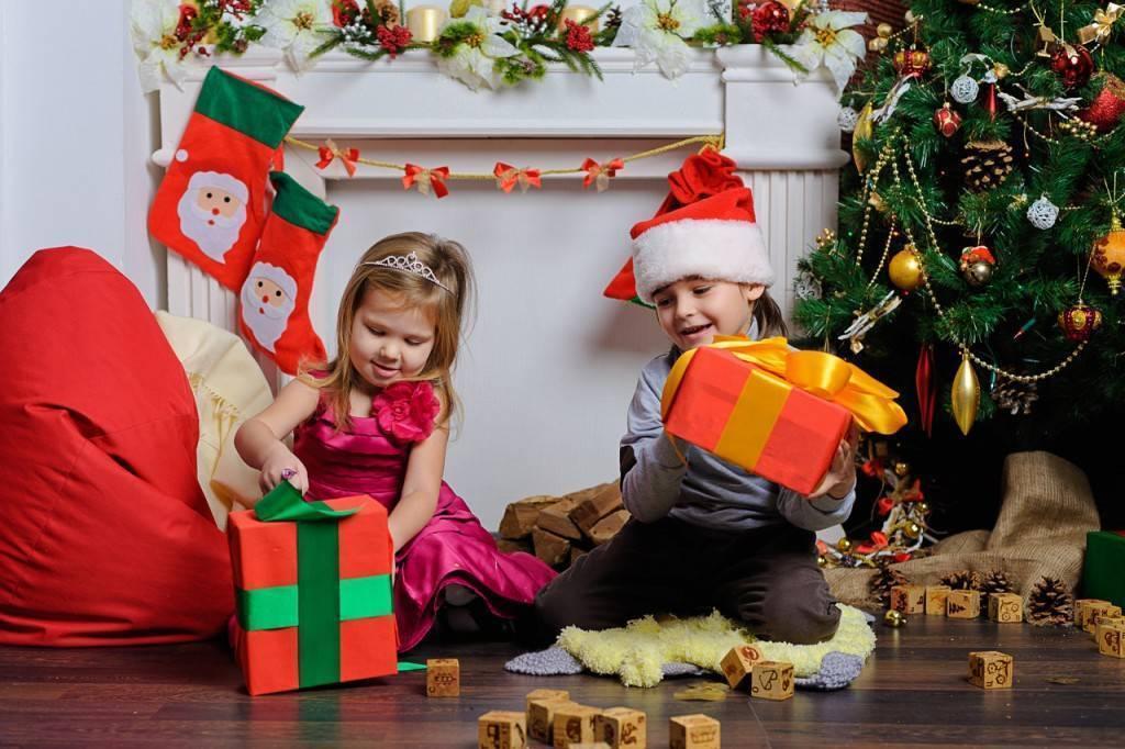 """Веселая новогодняя сказка-экспромт для детского или семейного праздника """"Наряд для Елочки"""""""
