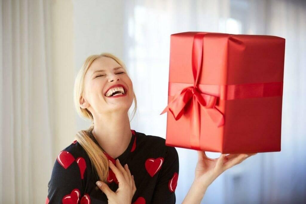 Что подарить свекрови на день рождения — с выдумкой и от души