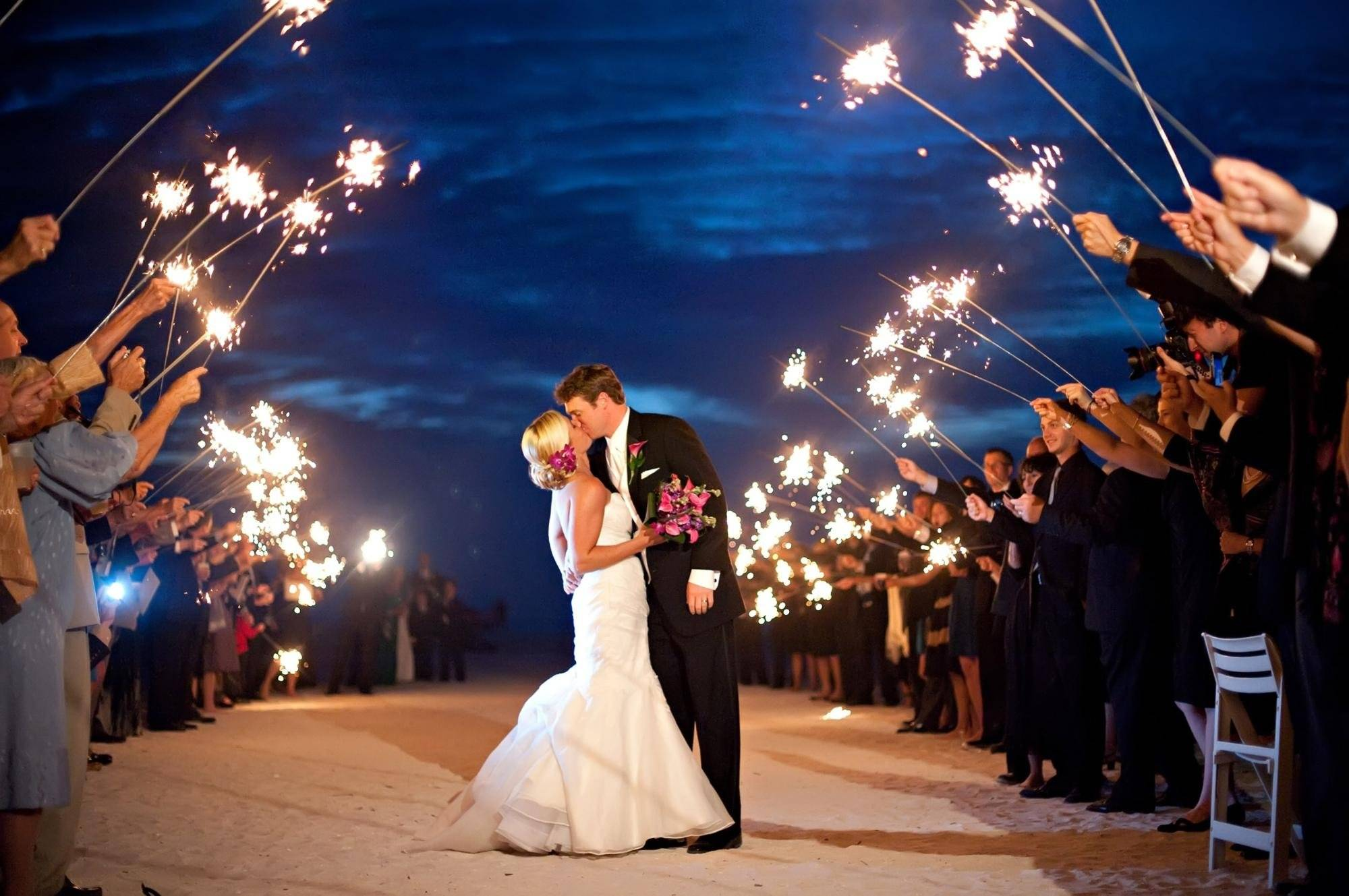 Фейерверк на свадьбу — эффектное украшение праздника