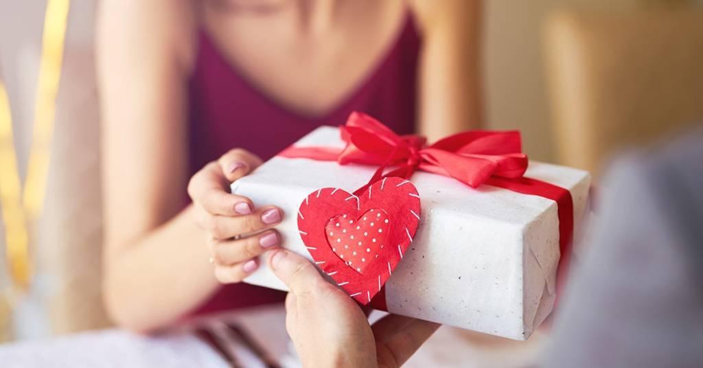 Что подарить девушке на 20 лет: оригинальные идеи