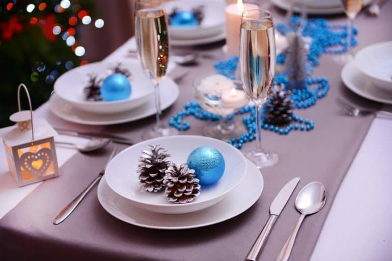 Как украсить стол к Новому году оригинально и быстро