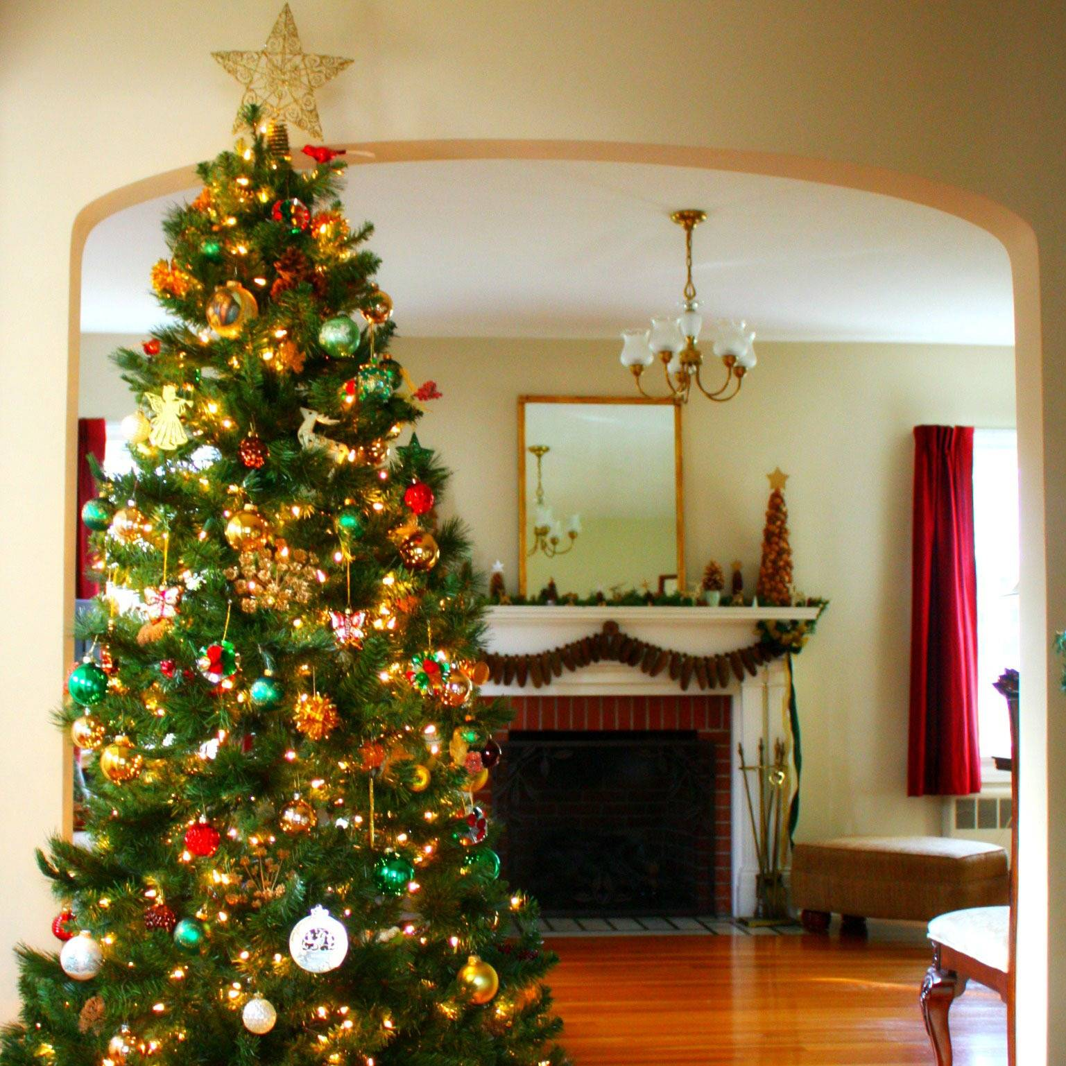 Как украсить елку на Новый год: креативно и блестяще