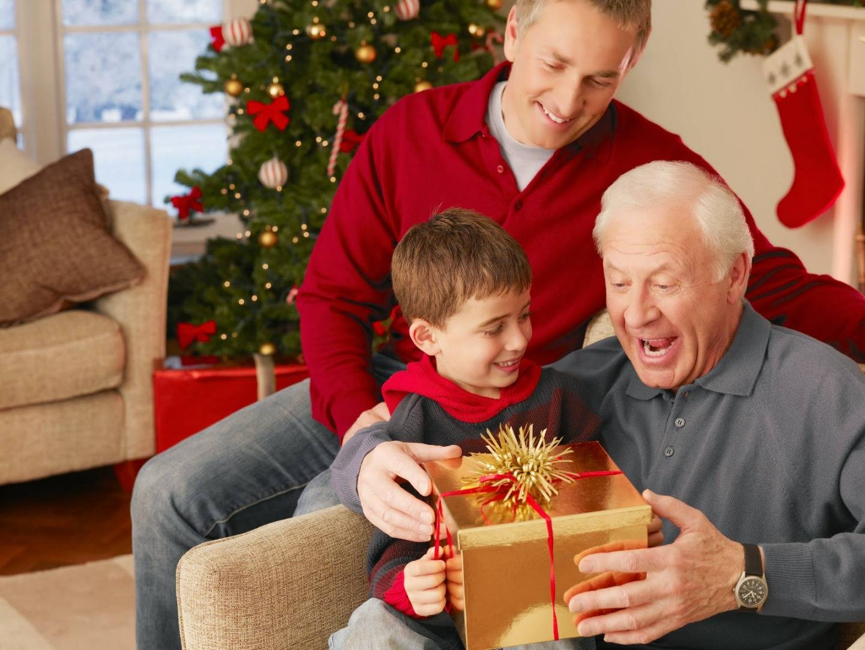 Что подарить папе на Новый год: автолюбителю, рыболову, охотнику и просто родному человеку