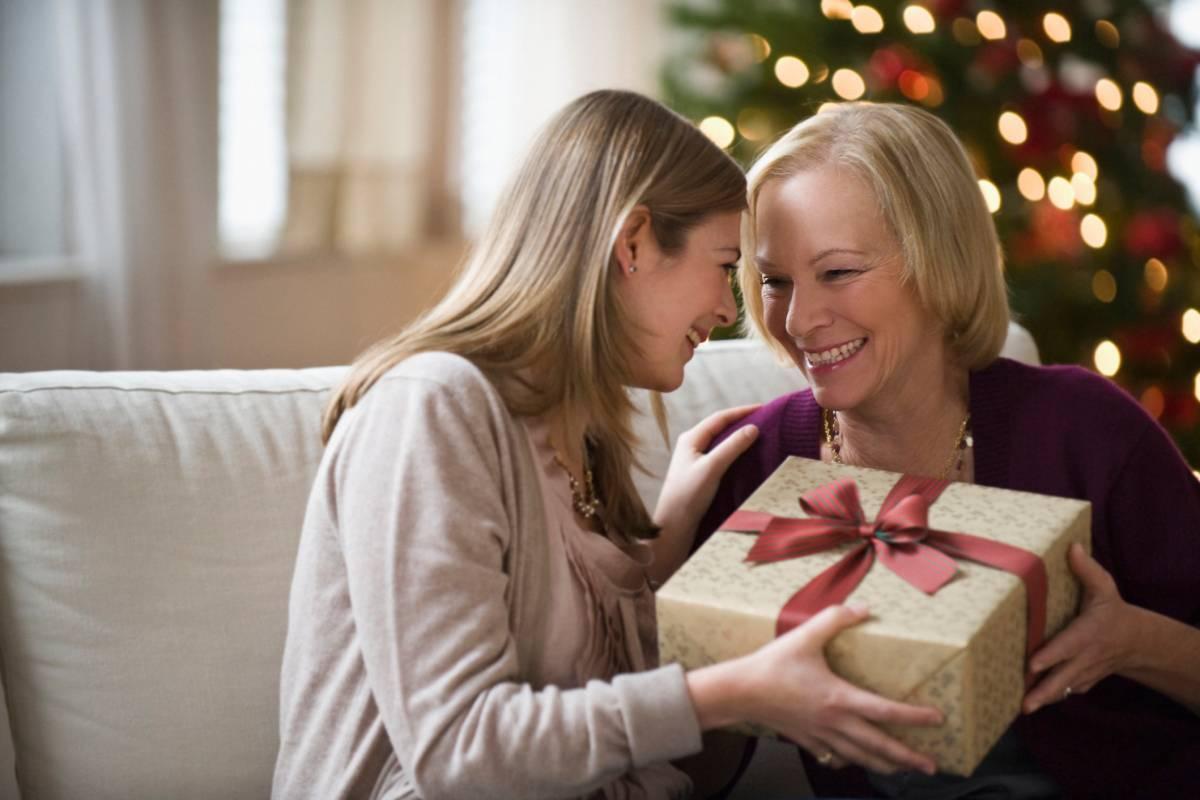 Выбираем сюрприз для самого родного человека, или Что подарить маме на Новый год