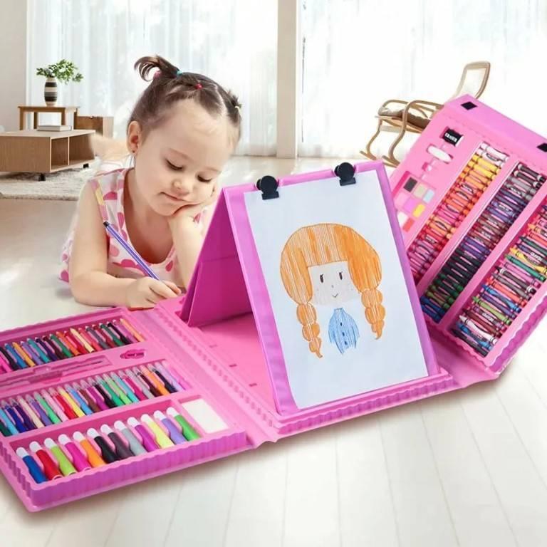 Что подарить девочке на два года: сюрприз для маленькой леди