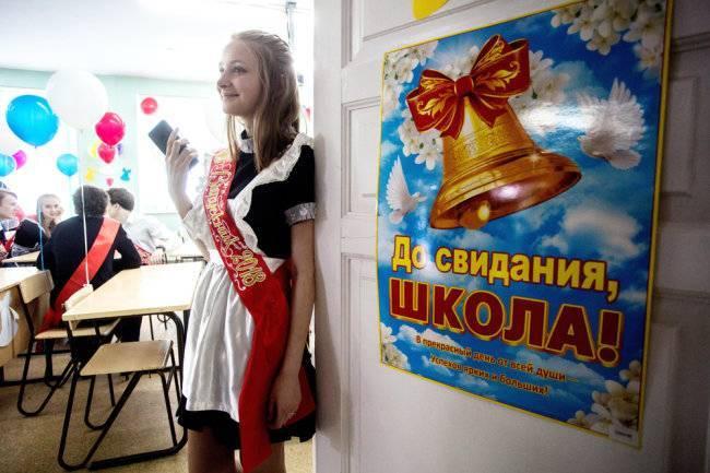 """Костюмированное поздравление от педагогов """"Матрешки на выпускном балу"""""""