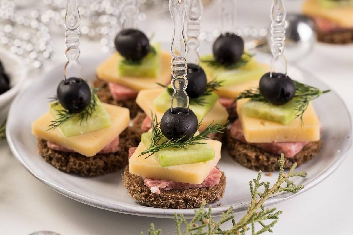 Рецепты бутербродов на праздничный стол — разнообразие вкусов и цветов!