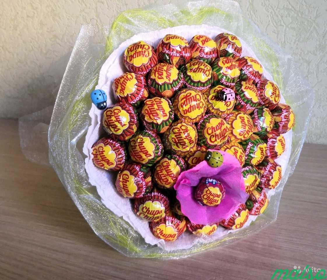 Букет из чупа-чупсов — подарок всем сластенам и не только