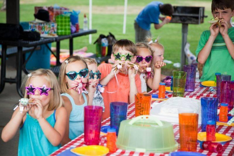 Как развлечь детей на юбилеях, свадьбах и других праздниках?