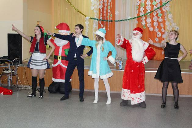 """Новогодний веселый сценарий для школьников """"Новогодняя Тусовка"""""""