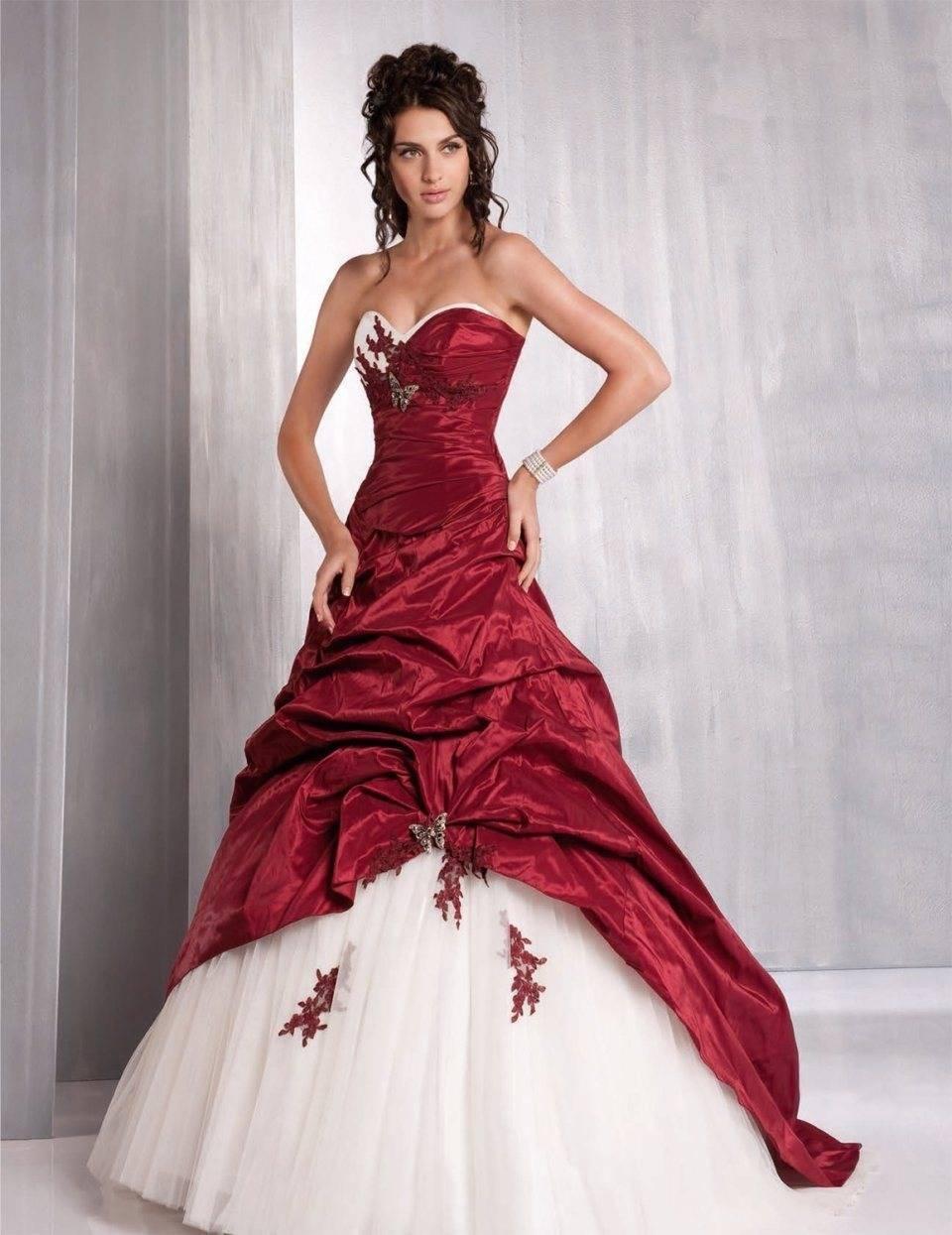 Яркая альтернатива белому наряду невесты — красное свадебное платье
