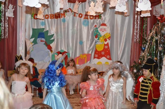 """Сценарий новогоднего праздника для малышей """"Прощание с ёлкой на Старый Новый год"""""""