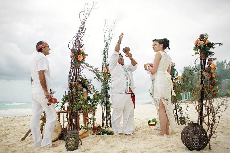 Яркая и необычная свадьба в Мексике. Как организовать праздник?