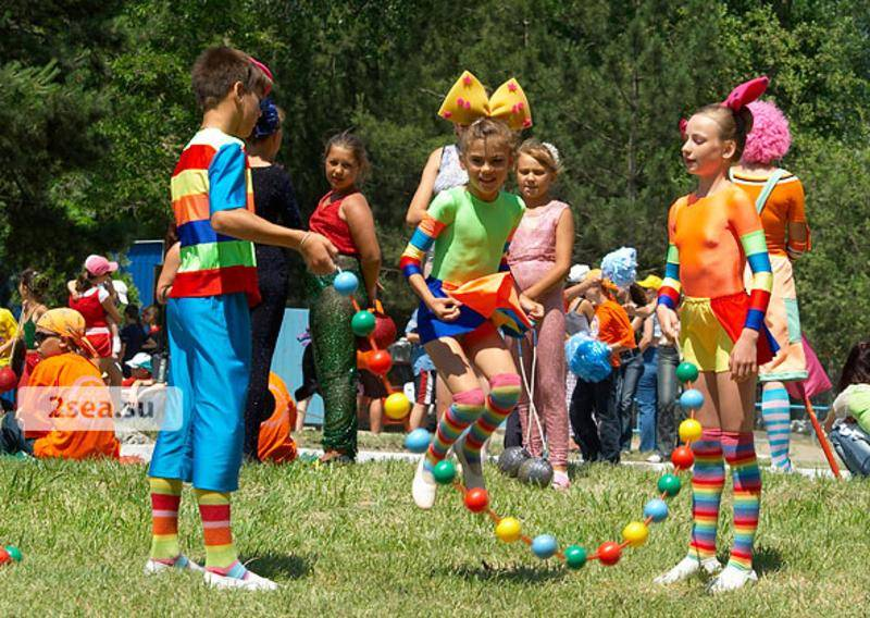 Подвижные и командные игры для летнего отдыха детей