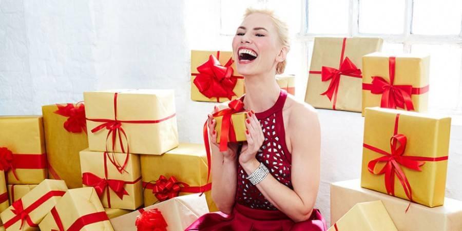 Решаем труднейшую из задач: что подарить женщине на день рождения