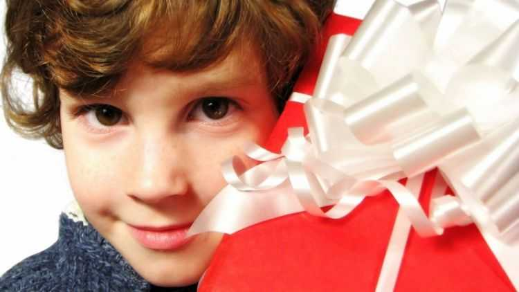 Что подарить на 12 лет мальчику — вопрос почти серьёзный