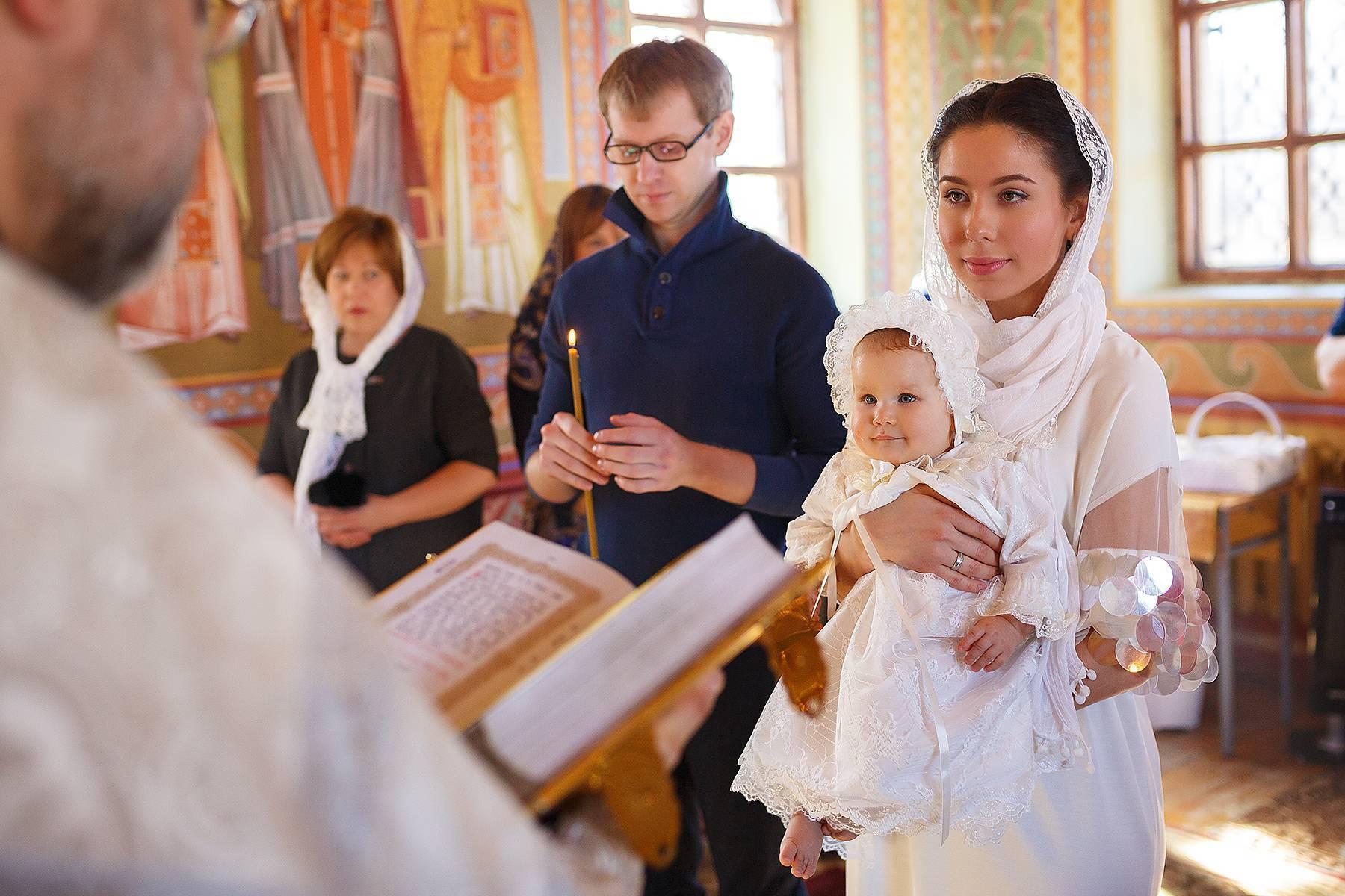 Крестины ребенка: обычаи, приметы и традиции
