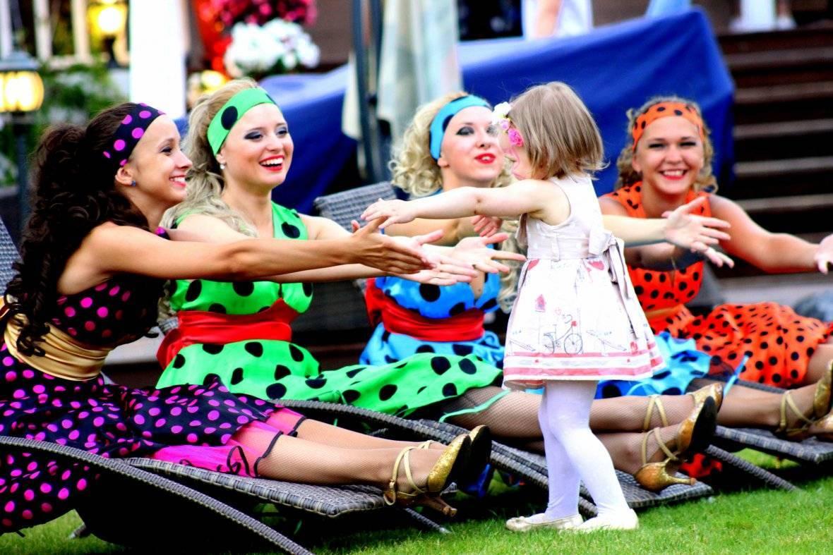 Вечеринка в стиле стиляг: веселье, яркие наряды и зажигательные танцы
