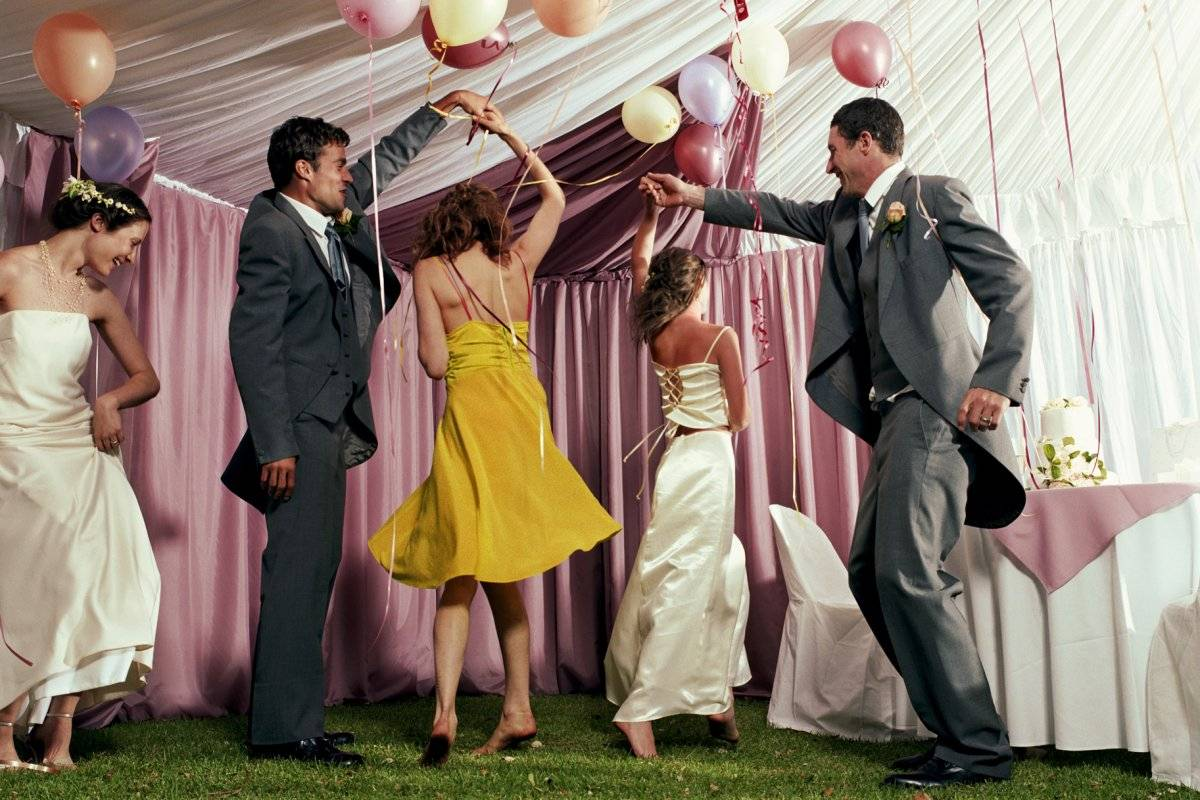"""Идея оригинального свадебного поздравления от друзей """"Любовь на все времена"""""""