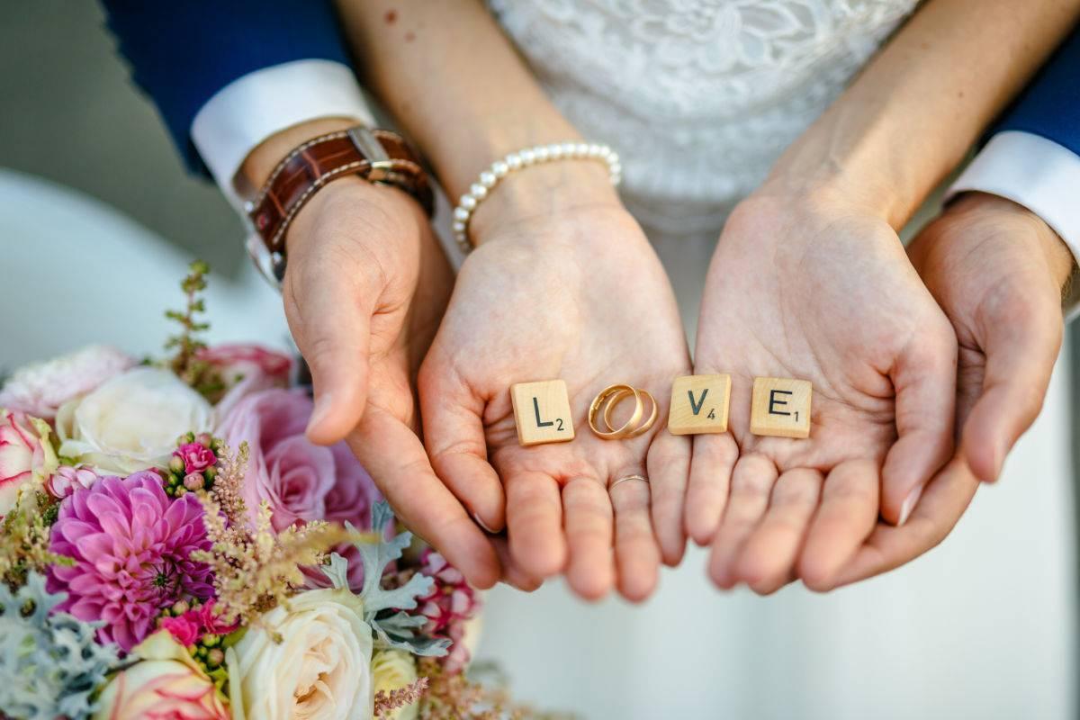 Счастливы вместе: 17 лет свадьбы, какая свадьба и что дарить?