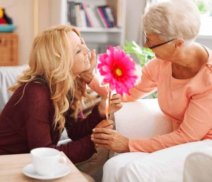 Новогодние подарки для любимой бабушки — список идей