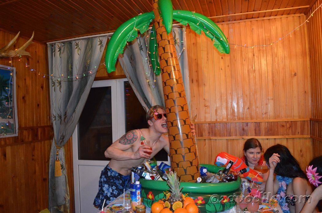 """Новогодний сценарий """"Банной вечеринки с гавайской начинкой"""""""
