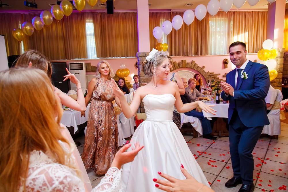 Сценарий свадьбы в узком кругу: ресторан пышнее — родной дом теплее