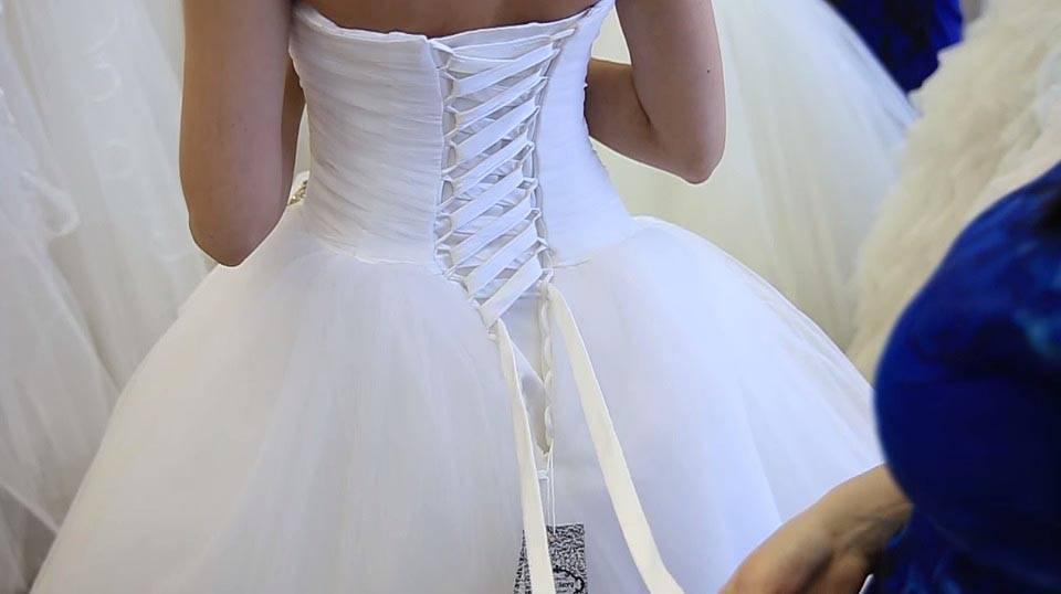 Платье с корсетом — вечный тренд свадебной моды