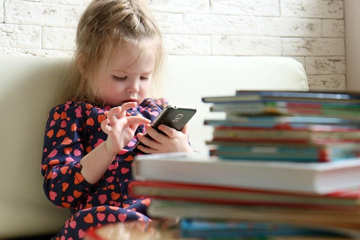 Компьютер или чтение книг, что полезнее для детей?