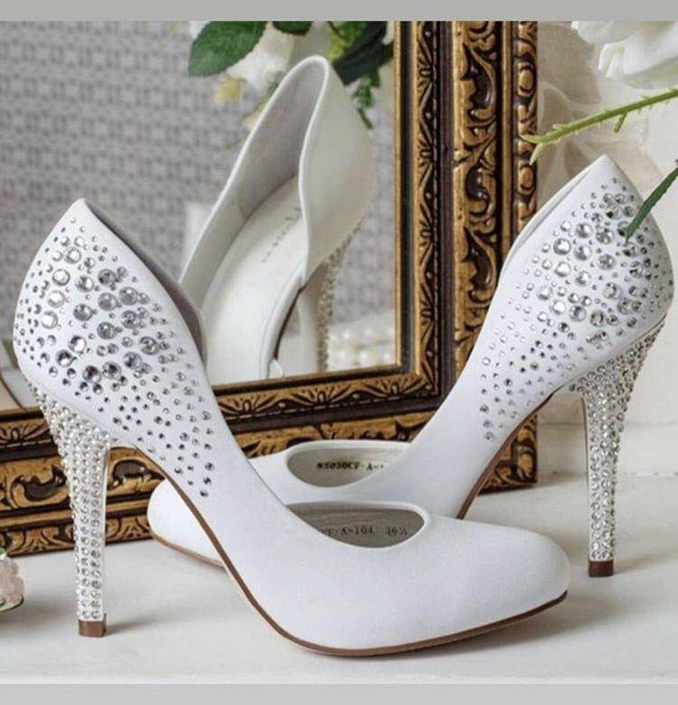 Свадебные туфли: шпилька или танкетка?