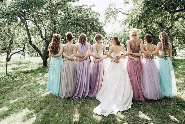 Платья подружек невесты. Как определиться с цветом и фасоном наряда?