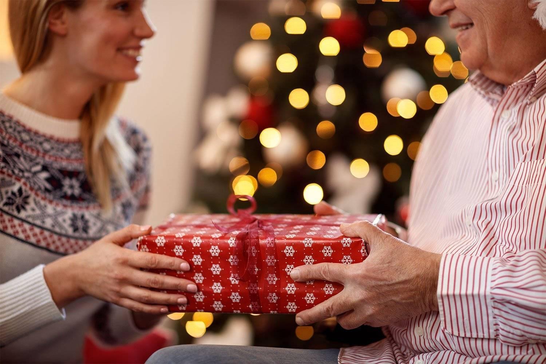 Что подарить на Новый год бабушке— чтобы ее глаза светились от счастья