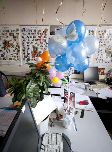 Идеи оригинального поздравления коллег с 8 марта на работе?