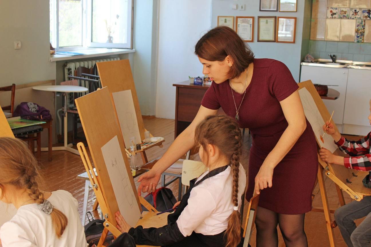 Полезные навыки: чему научат в детской художественной школе
